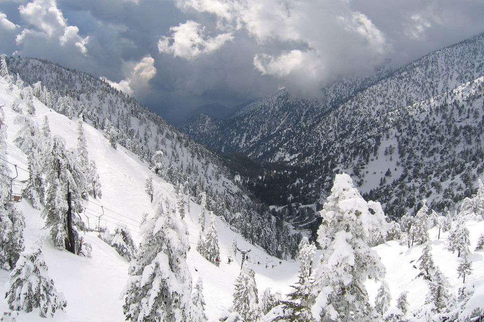 Skiing and snowboarding in southern ca near los angeles for Snow cabins near los angeles