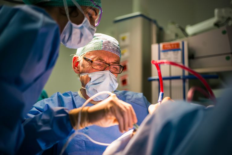 Surgeons peroforming a tonsillectomy