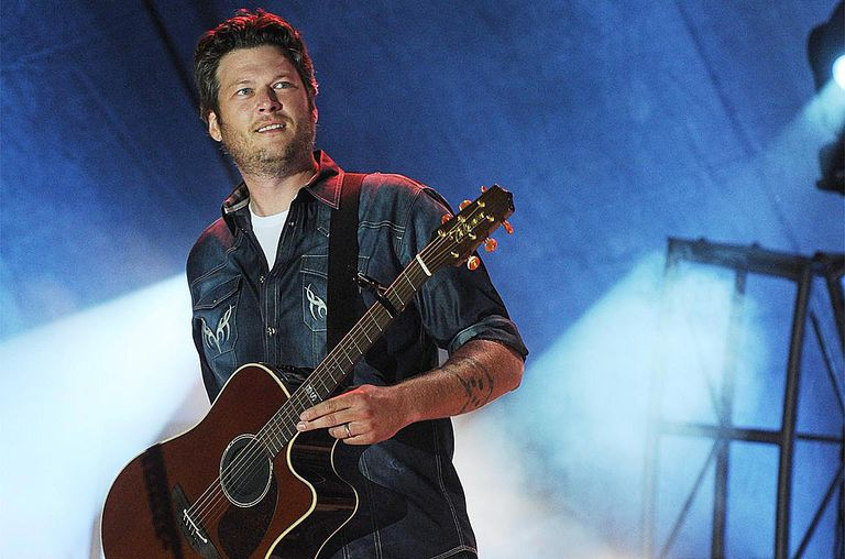 Blake Shelton performs at Country Thunder on July 21, 2012 in Twin Lakes, Wisconsin.