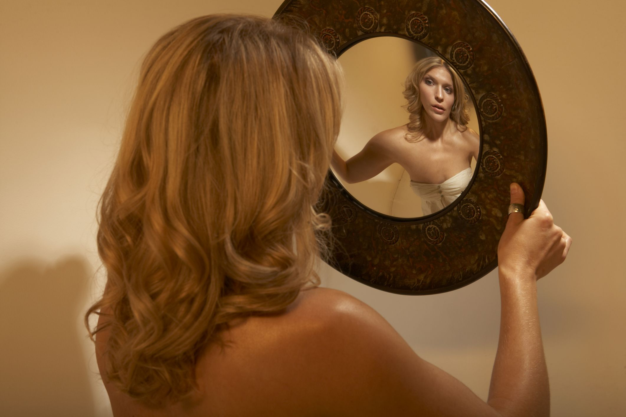 How Do I Deal with My Girlfriends Body Dysmorphic Disorder - Paperblog