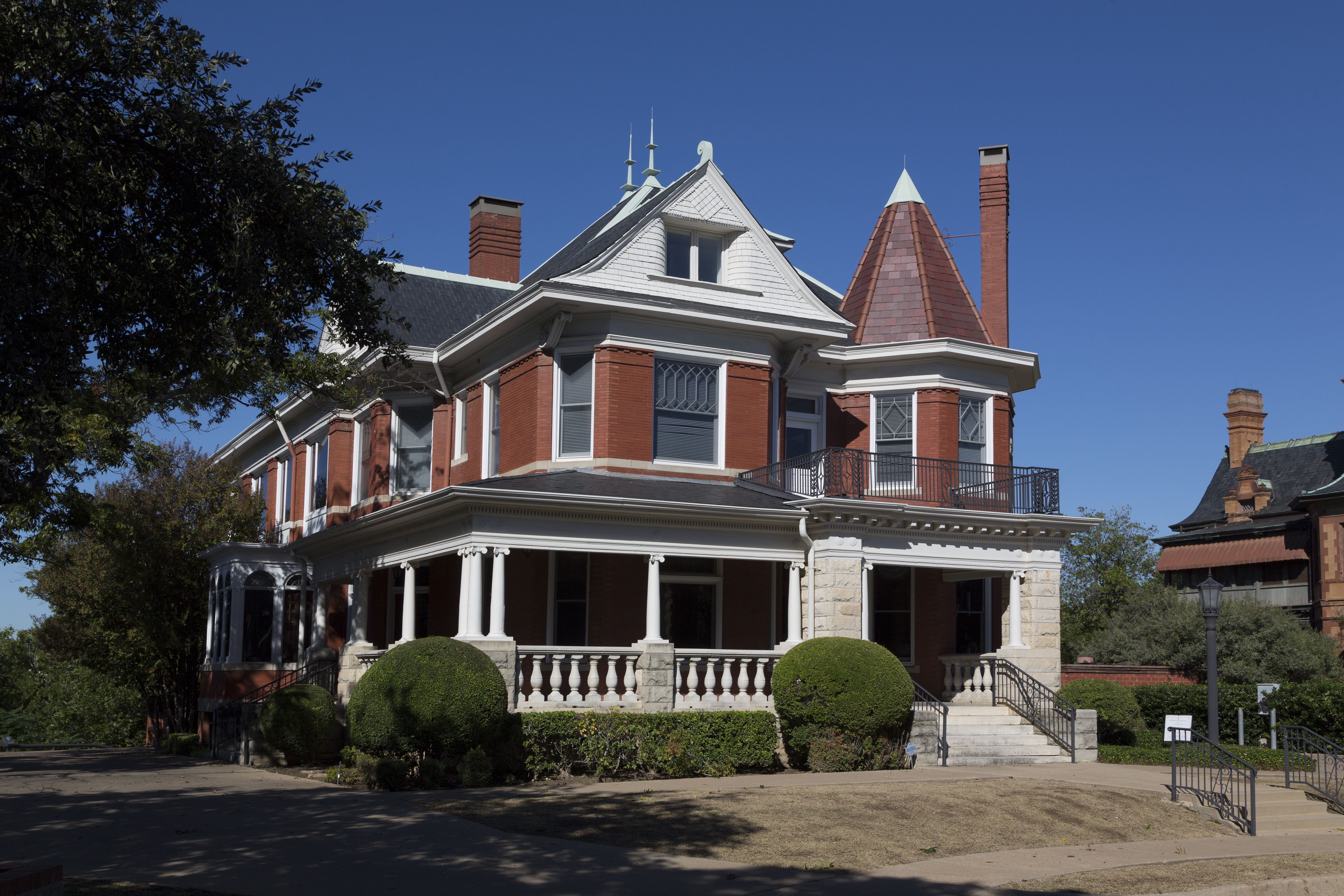 Is your house a queen anne picts of popular victorians - Types of victorian homes ...