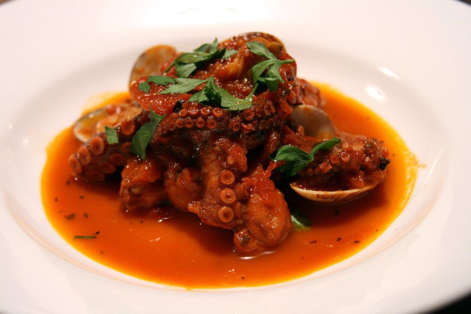 Octopus stewed with tomatoes