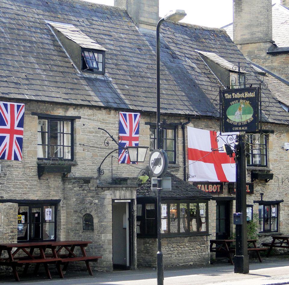 VE12950-bampton-pub.jpg
