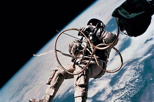 astronaut on gemini mission