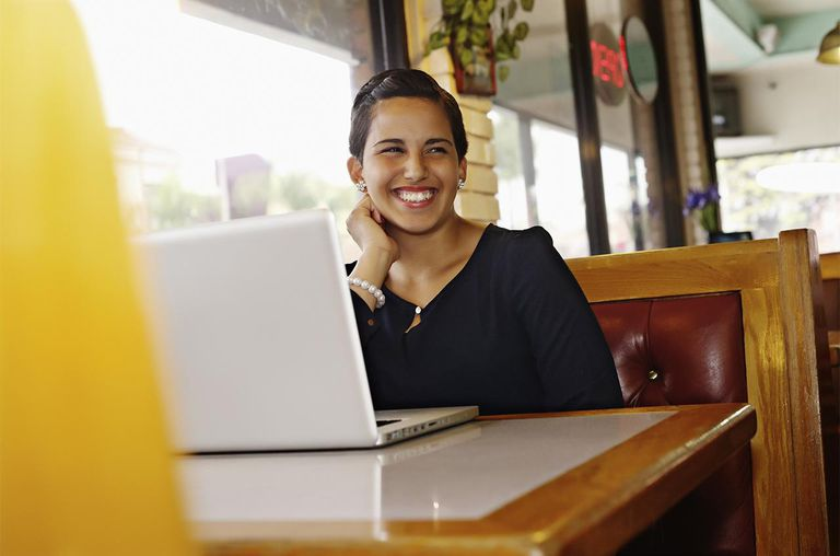 Hispanic businesswoman smiling in restaurant