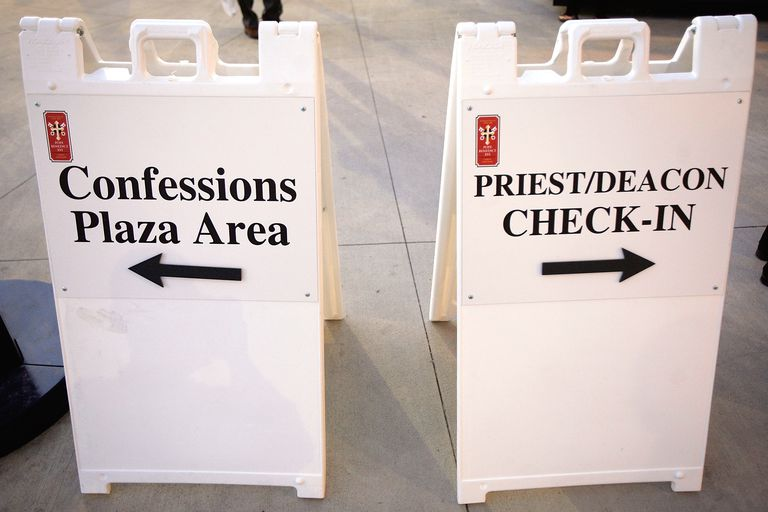 Confessions Plaza Sign at Papal Mass in Washington, D.C. (Photo by Chip Somodevilla/Getty Images)