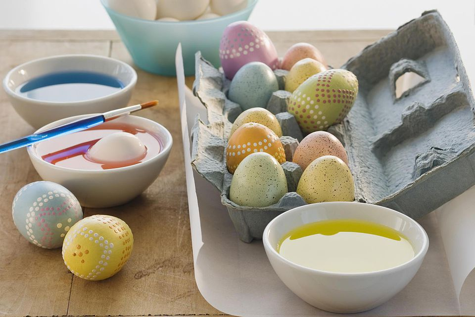 How to Color Easter Eggs with These Instructions