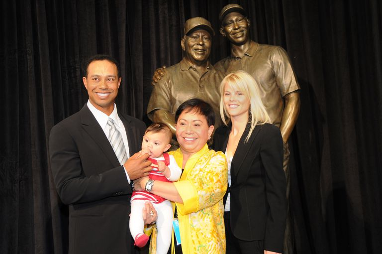 Tiger Woods and family at the Tiger Woods Learning Center in 2008 for the dedication of statue of Earl Woods.