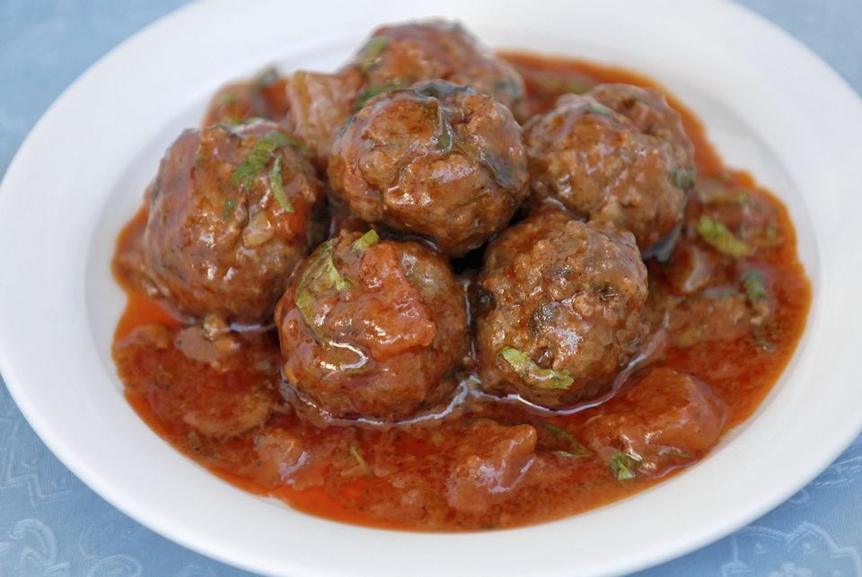 Meatballs dished up on a plate