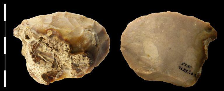 Silex Mousterian Side-Scraper from Grotte du Noisetier, France