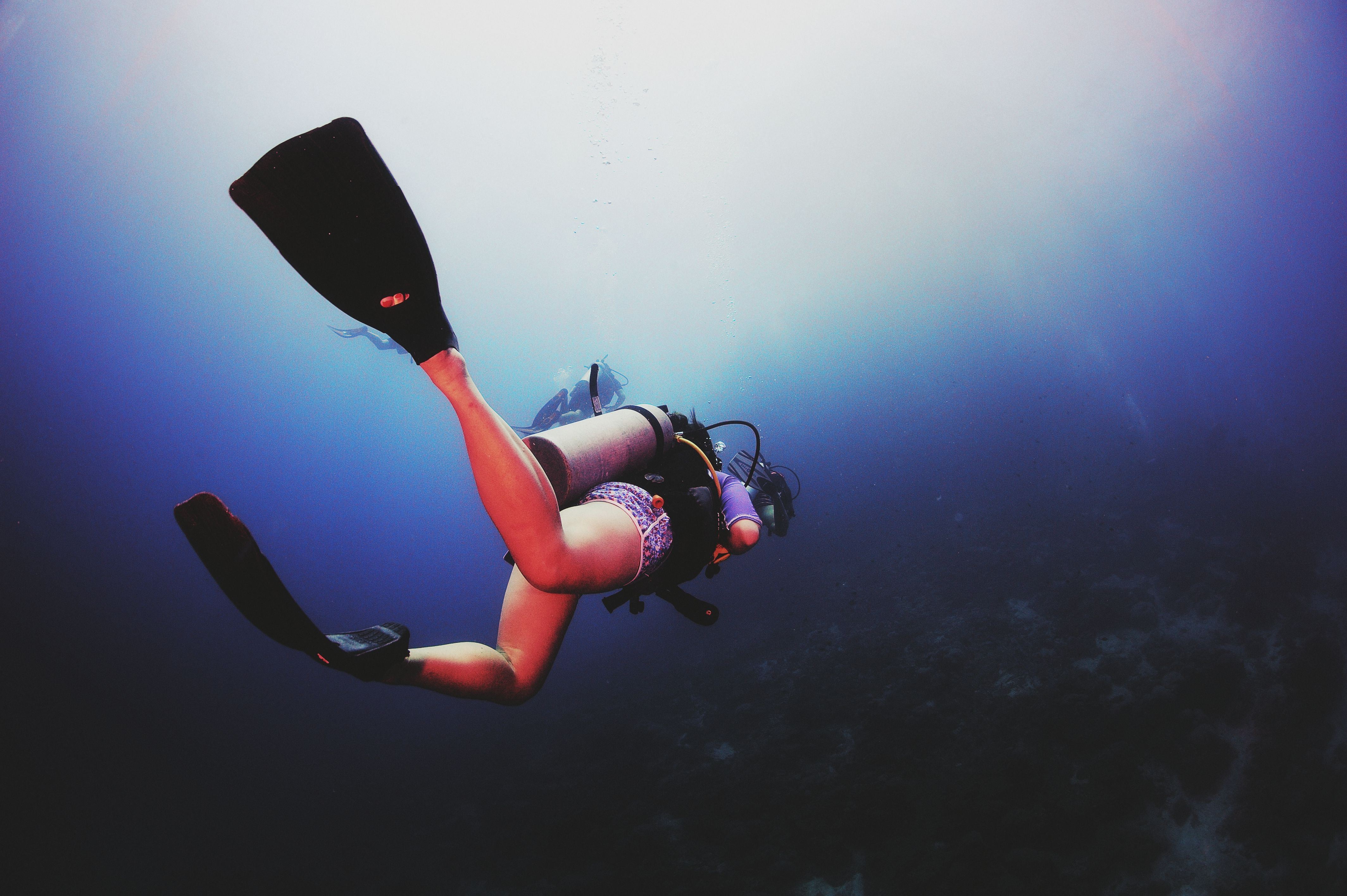 the physics of scuba diving swimming If done without proper precautions, scuba diving can be a painful experience  a  relatively safe activity—as long as you have a healthy respect for the laws of  physics  if you swim up too fast, decreasing pressure makes the bubbles  expand,.
