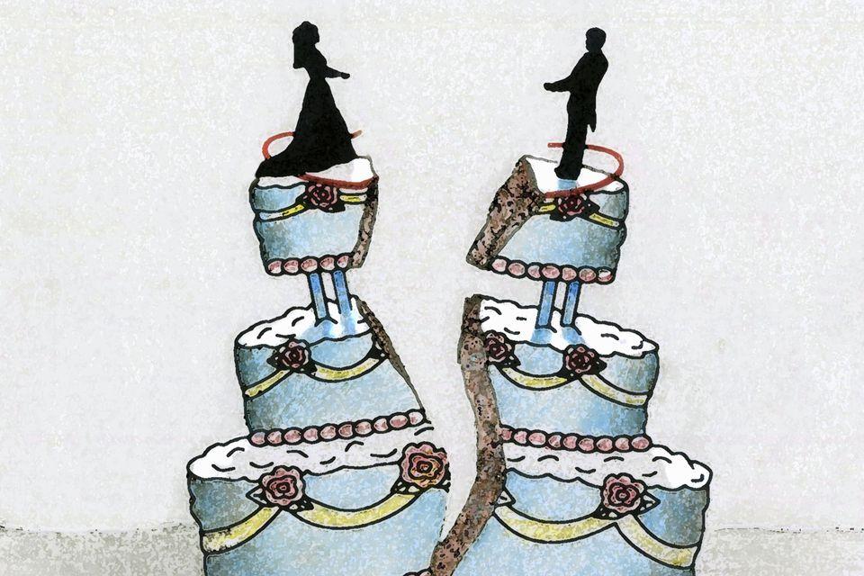 Splitting wedding cake