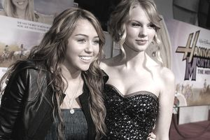 Actress/singer Miley Cyrus (L) and singer Taylor Swift arrive at the premiere of Walt Disney Picture's 'Hannah Montana: The Movie' held at the El Captian Theatre on April 2, 2009 in Hollywood, California.