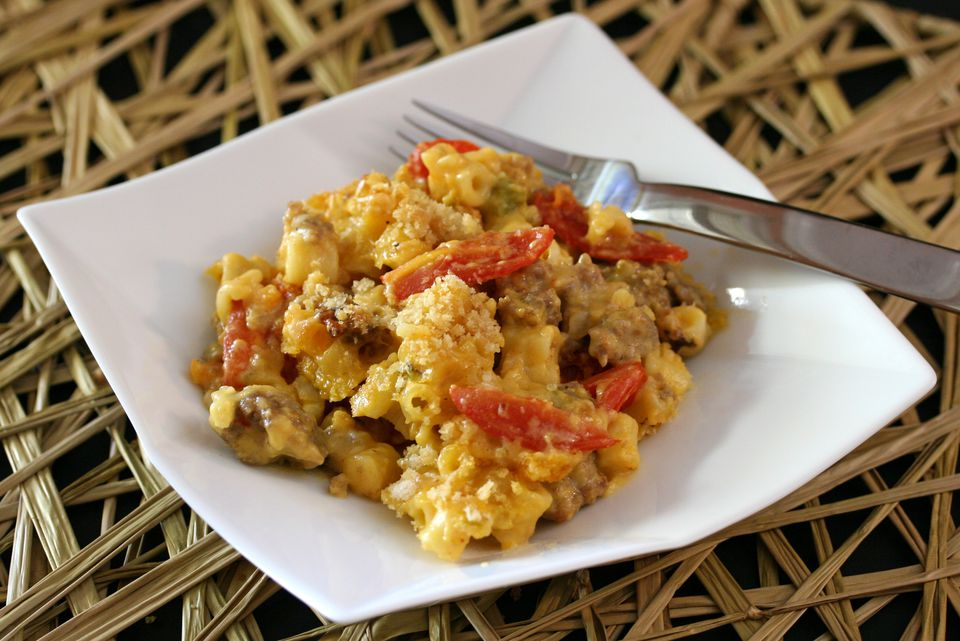macaroni and cheese with sausage and peppers