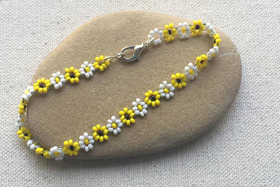 Beadwork bracelet with lobster clasp