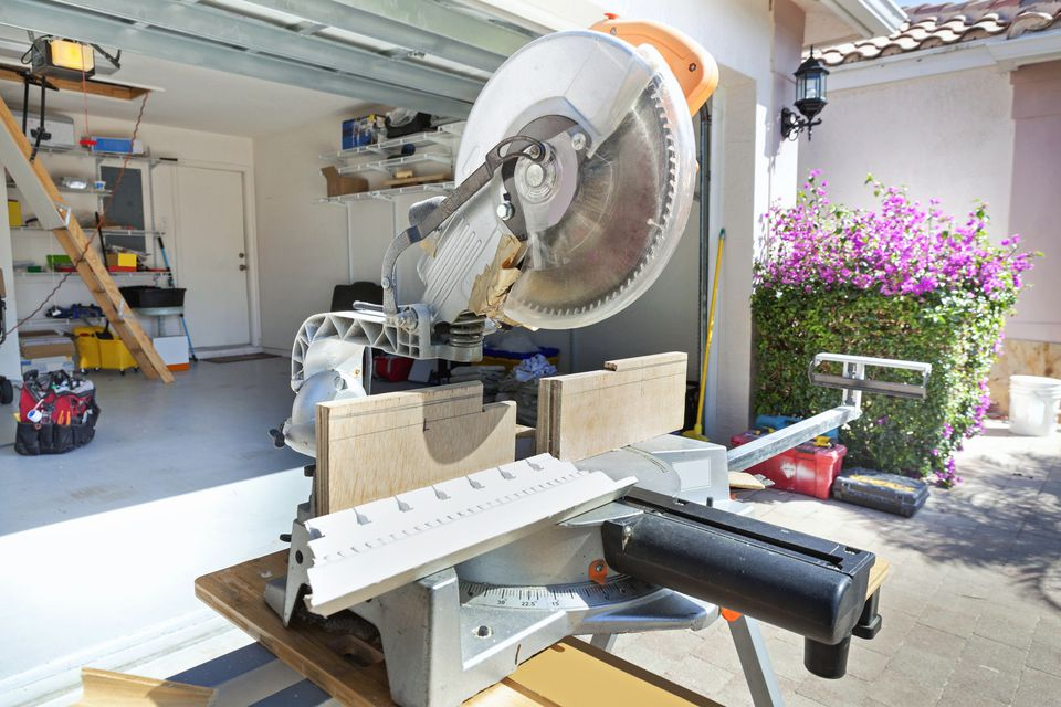 Compound miter saw