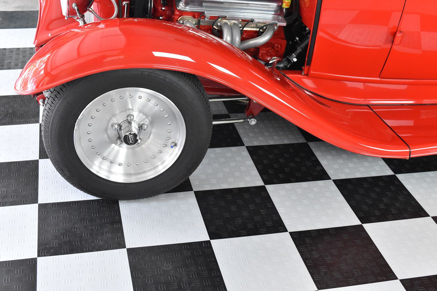 How to choose the best garage floor tiles how do you choose the best garage floor mat dailygadgetfo Choice Image