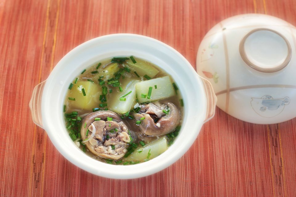 Vietnamese Pork Bone and Green Papaya Soup