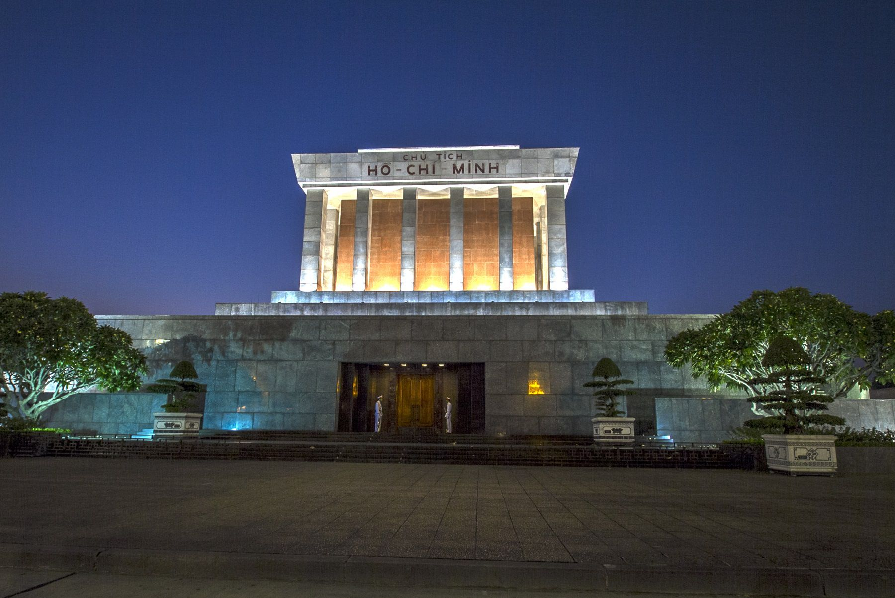 To See Ho Chi Minh Mausoleum in Hanoi, Come Extra Early