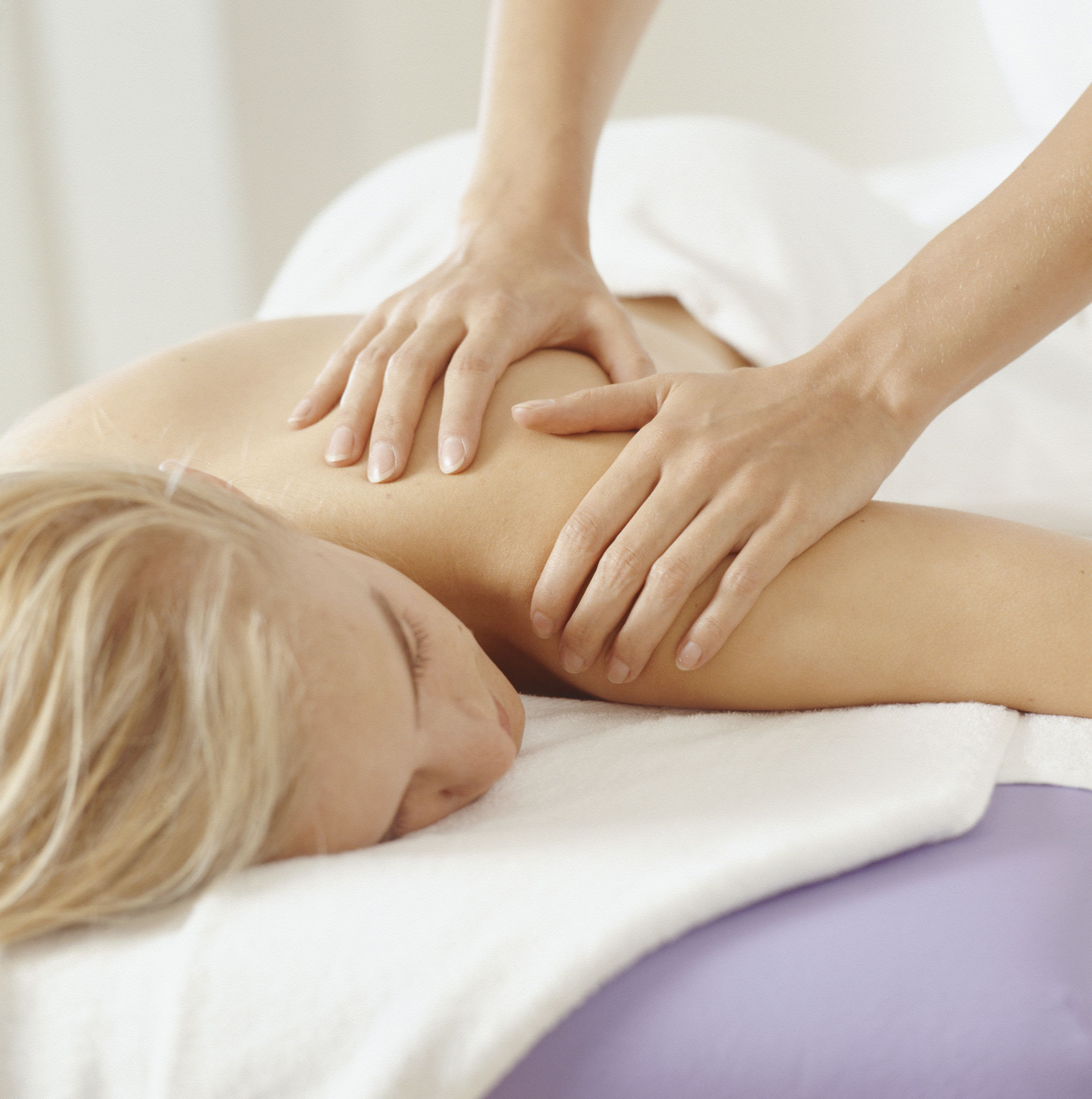What Happens During a Couples Massage