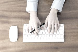 hands_keyboard_185284044.jpg