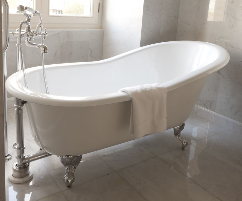 damage professional guide bathrenovationhq a refinish potion refinisher spraying bathtub cost refinishing blog tub