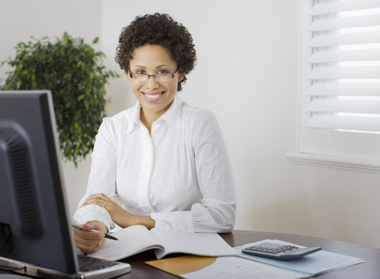 businesswoman_at_desk_89291868.jpg