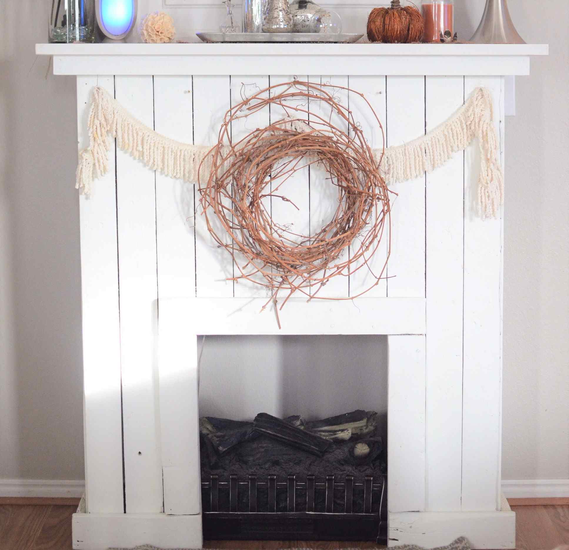 15 diy reclaimed wood and pallet fireplace surrounds solutioingenieria Image collections