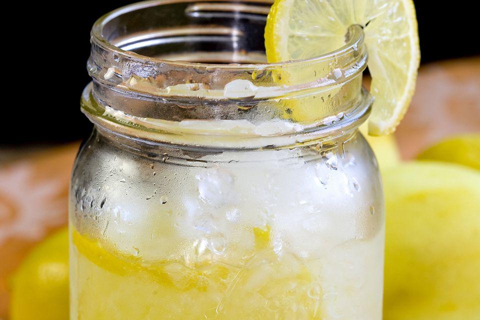 jack daniel 39 s lynchburg lemonade recipe. Black Bedroom Furniture Sets. Home Design Ideas