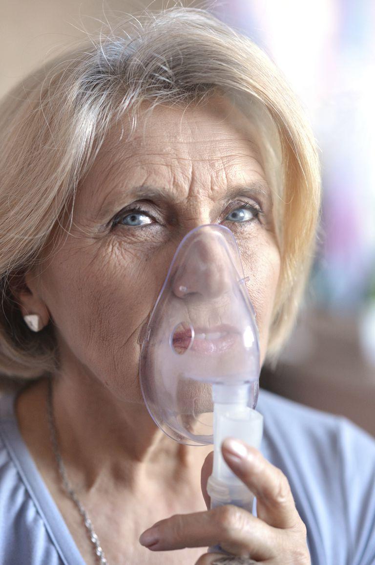 woman using an oxygen mask