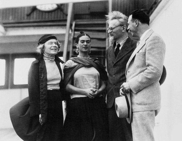 Frida Kahlo con León Trosky y su pareja Natalia Sedova.