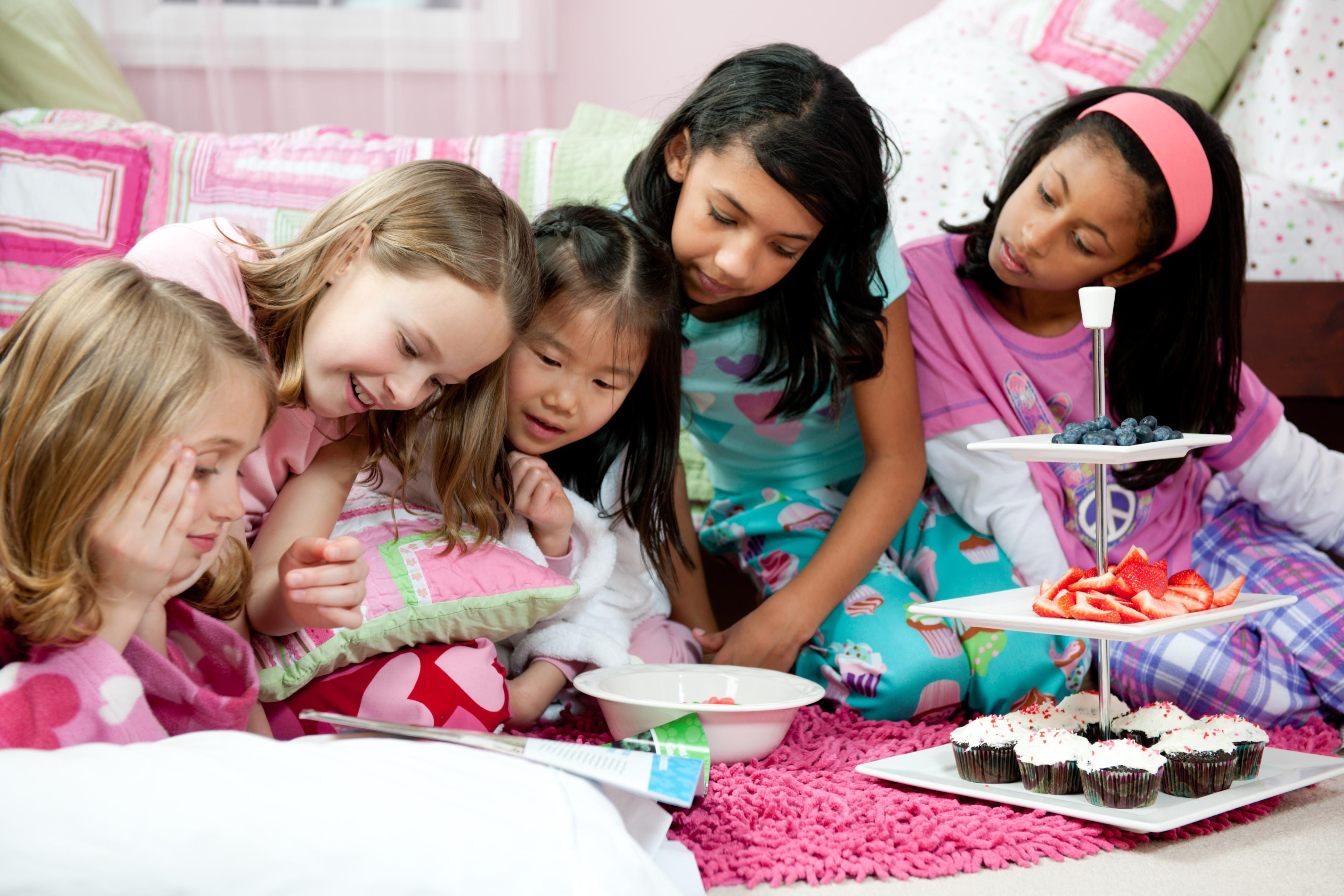 22 Fun Sleepover Games And Activities For Teens ( 9 To 18 ...