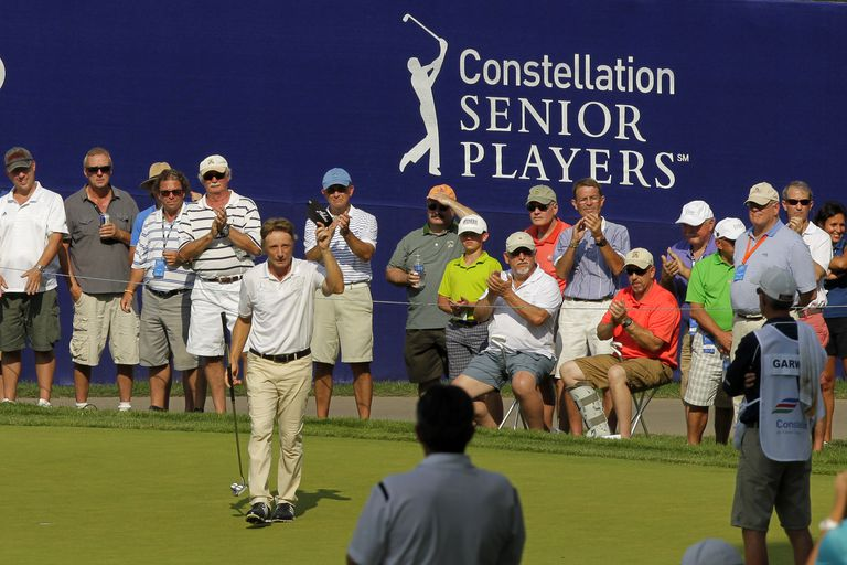 Bernhard Langer acknowledges the fans at the 2016 Senior Players Championship