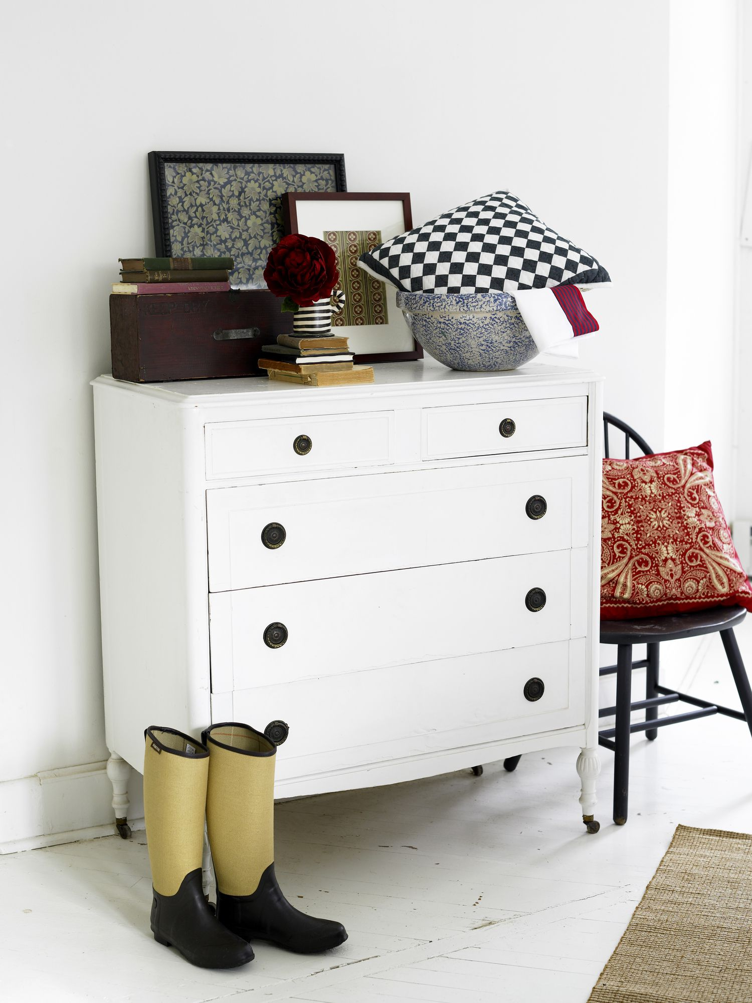 Easy Tips for Decorating Your Dresser Top