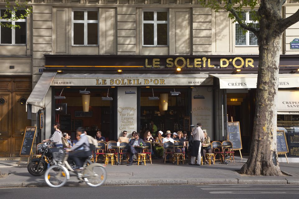 France, Paris, Bistro on Ile de la Cite