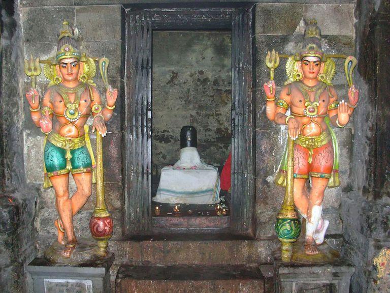 Linga (symbol of god Shiva) in the Meenakshi temple of Madurai