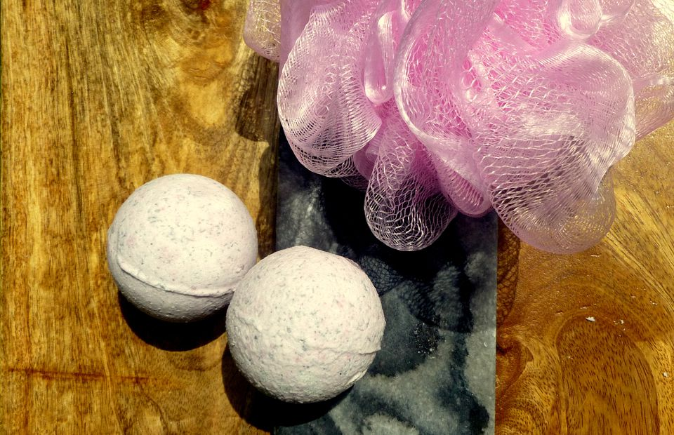 adding color to bath bombs
