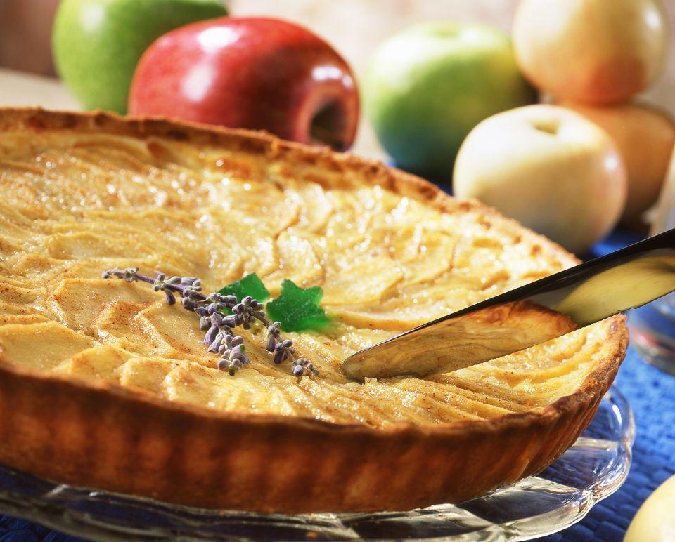 Spain, Apple tart with cinnamon, close-up