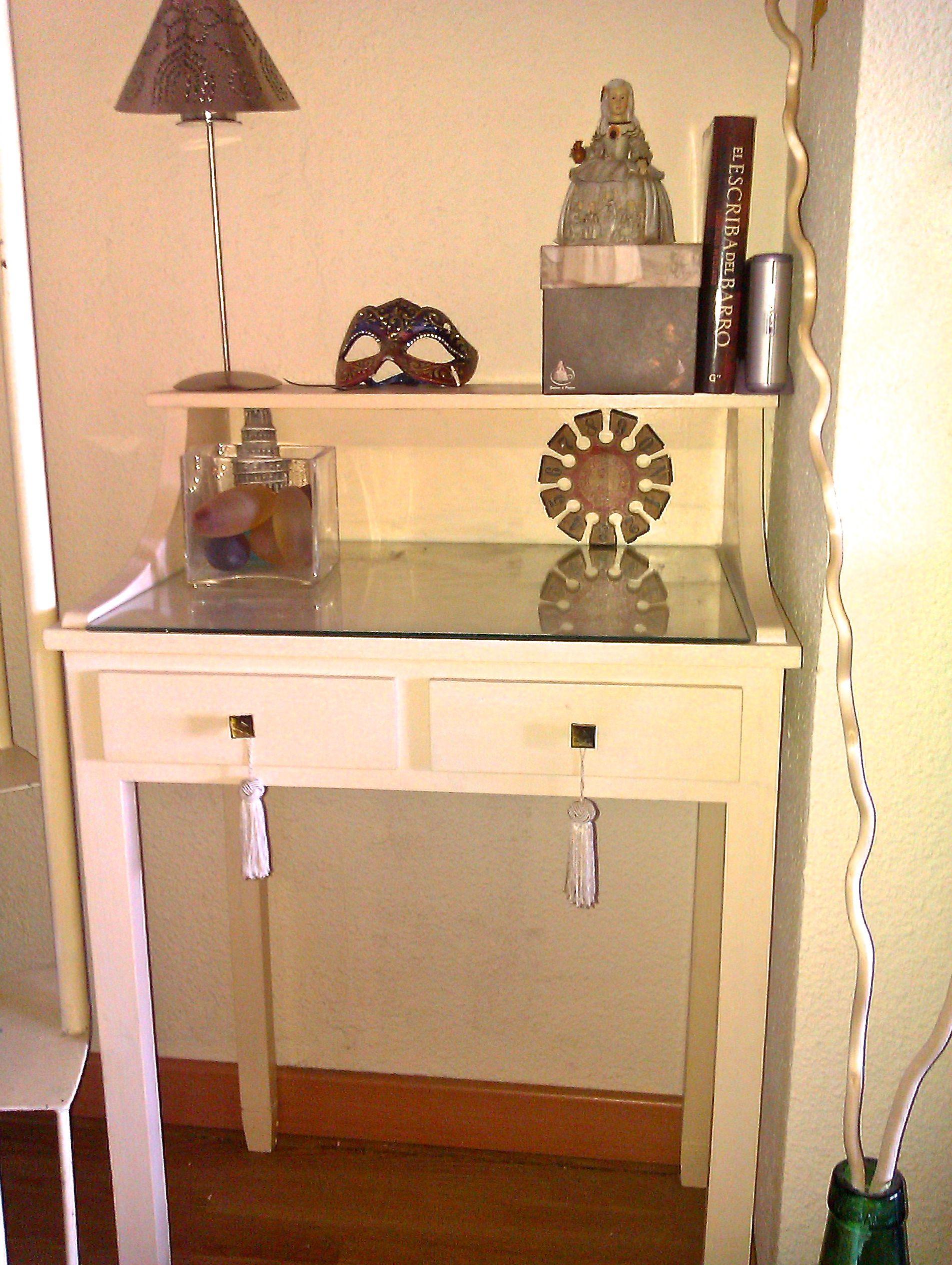 Pintar un mueble en blanco envejecido for Como empapelar un mueble