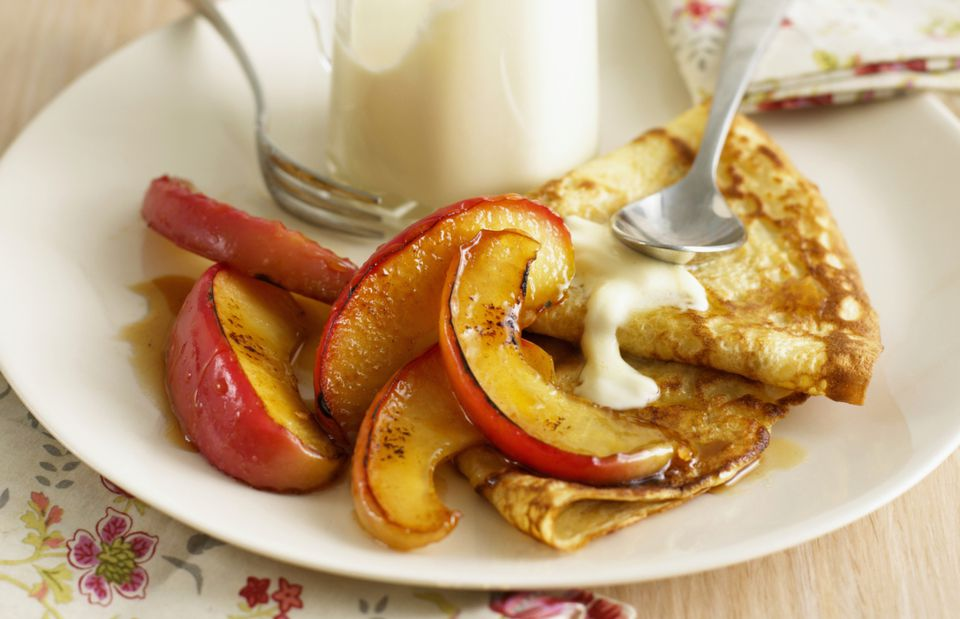 Crepes with caramelized apple slices and cream
