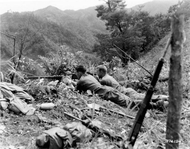 an overview of the korean war This korean war overview video is suitable for 8th - 11th grade your students will be able to understand the dynamics and details of the korean war after viewing this video, which discusses the political and economic influences over korea after wwii.