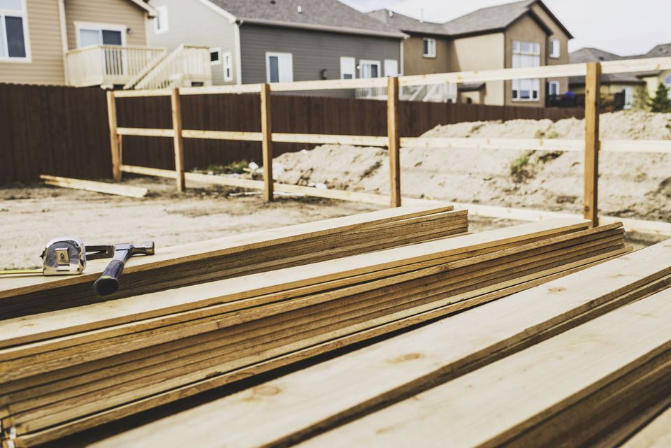 New fence construction series. Framework for picket placement. DIY