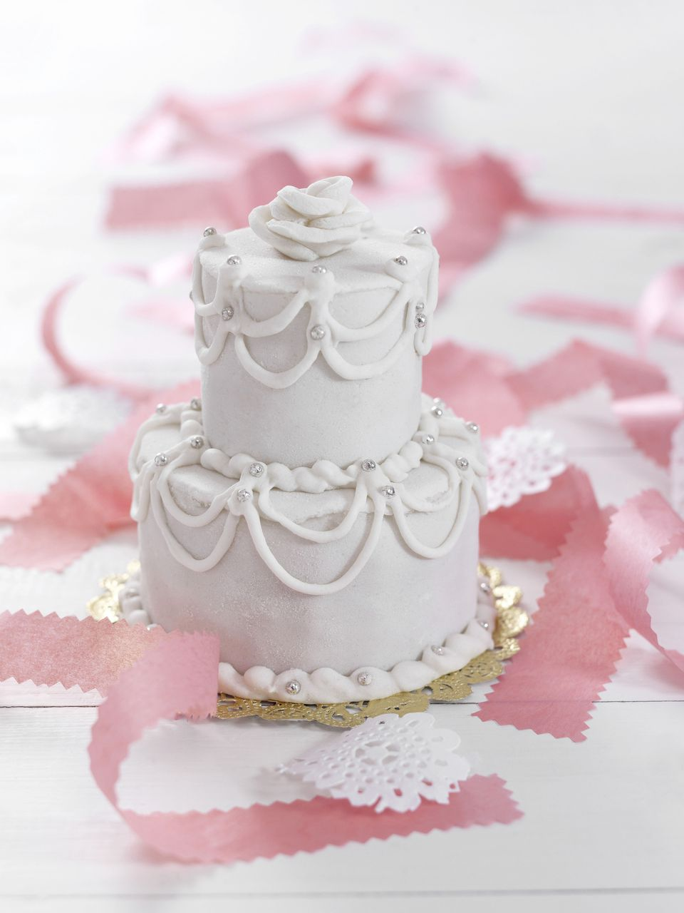 How to Make a Wedding Cake - a Beginner\'s Guide