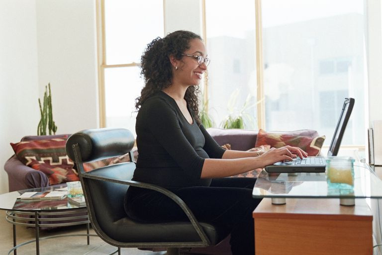 pregnant woman using laptop