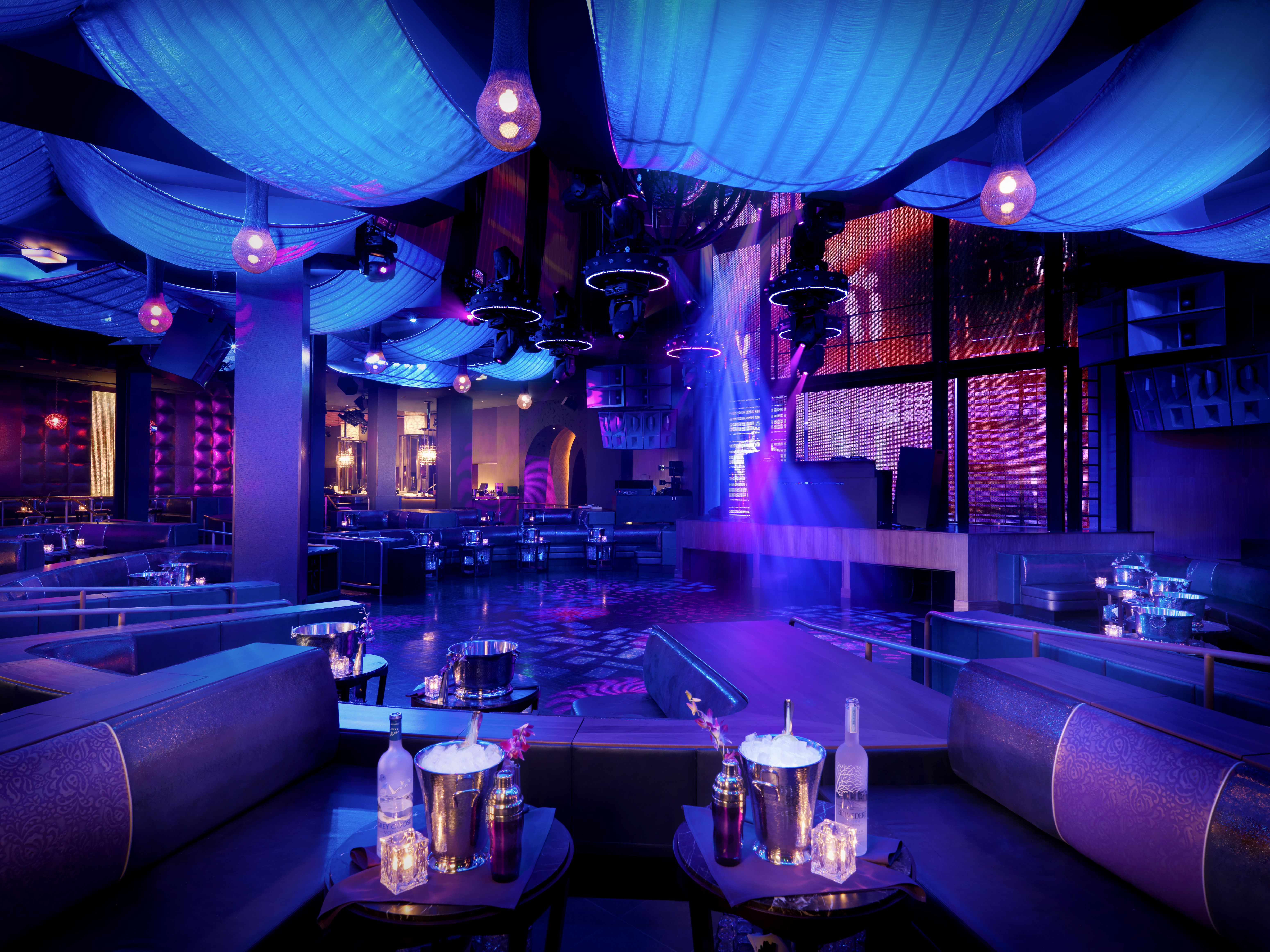 77 Bars In Las Vegas To Have A Drink