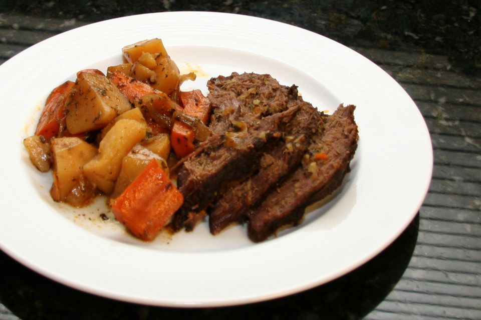 how to cook beef round tip roast in slow cooker