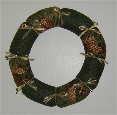 Free Pattern and Directions to Sew a Fabric Christmas Wreath