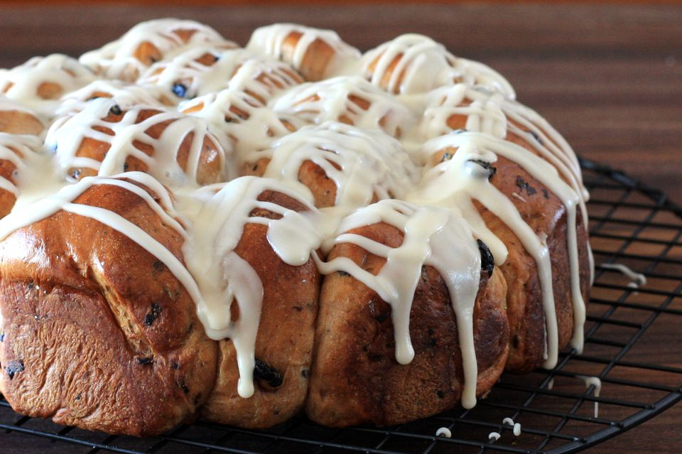 bread machine blueberry rolls with icing