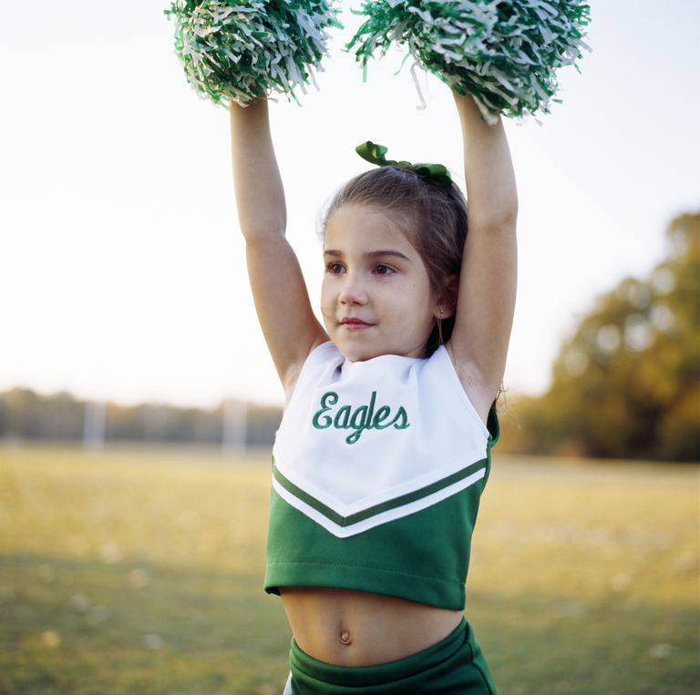 Cheer leader (4-5) holding pompoms