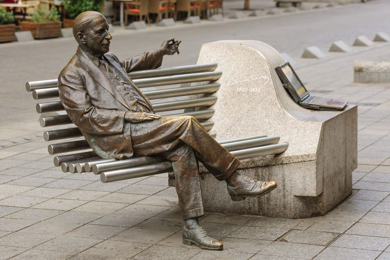 A monument was built to commemorate Emmerich Kálmán, the composer of the famous operetta, Die Csárdásfürstin, in Budapest, Hungary.
